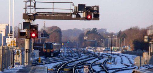 SWT Train leaving Basingstoke in the snow