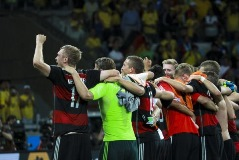 german_team_celebrate_win